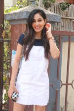 Pooja Chopra spotted at bandra on 18th Feb 2018 (8)_5a8a82678bc5a.JPG