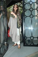 Dimple Kapadia spotted in korner house, bandra on 18th Feb 2018 (10)_5a8a82ce68885.JPG