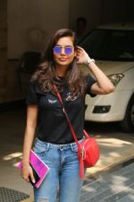 Esha Gupta spotted at Bandra on 19th Feb 2018 (10)_5a8bcf1a89862.JPG