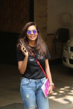 Esha Gupta spotted at Bandra on 19th Feb 2018 (3)_5a8bcf0b69602.JPG