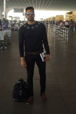 Upen Patel Travelling To Chennai For His Film Shooting on 1st March 2018 (11)_5a97f4bccc1bd.JPG