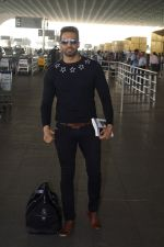 Upen Patel Travelling To Chennai For His Film Shooting on 1st March 2018 (4)_5a97f4ab12e19.JPG