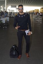 Upen Patel Travelling To Chennai For His Film Shooting on 1st March 2018 (9)_5a97f4b8606d2.JPG