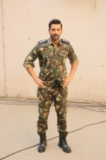 John Abraham during the promotional shoot for the film Parmanu at Mehboob studio, Bandra (14)_5a98359c51724.JPG