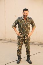 John Abraham during the promotional shoot for the film Parmanu at Mehboob studio, Bandra (15)_5a98359e26c13.JPG