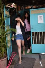 Nupur Sanon Spotted At Versova (3)_5a98334af169a.JPG
