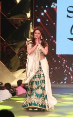Rashmi Desai at Caring With Style Abu Jani Sandeep Khosla & Shaina NC Fashion Show To Raise Funds For Cancer Patient Aid Association (28)_5a981414b899f.jpg