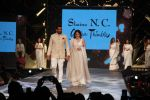 Sagarika Ghatge, Zaheer Khan at Caring With Style Abu Jani Sandeep Khosla & Shaina NC Fashion Show To Raise Funds For Cancer Patient Aid Association (61)_5a98142db45a2.jpg