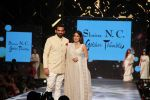Sagarika Ghatge, Zaheer Khan at Caring With Style Abu Jani Sandeep Khosla & Shaina NC Fashion Show To Raise Funds For Cancer Patient Aid Association (65)_5a98143cb5138.jpg