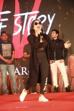Neha Kakkar at Hate story 4 music concert at R city mall ghatkopar, mumbai on 4th March 2018 (26)_5a9cea8c5c875.jpg