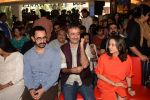 Aamir Khan, Rajkumar Hirani, Anupama Chopra at the book launch of Manjeet Hirani_s book titled _How to be Human - Life lessons by Buddy Hirani_ in Title Waves, Bandra, Mumbai on 5th March 2018 (20)_5a9e382931312.JPG