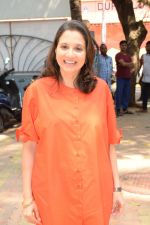 Anupama Chopra at the book launch of Manjeet Hirani_s book titled _How to be Human - Life lessons by Buddy Hirani_ in Title Waves, Bandra, Mumbai on 5th March 2018 (13)_5a9e37cfabd30.JPG