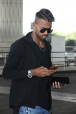 Hardik Pandya spotted in Mumbai airport on 5th March 2018 (2)_5a9e3a553fe85.JPG