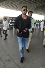 Hardik Pandya spotted in Mumbai airport on 5th March 2018 (5)_5a9e3a497ed1a.JPG