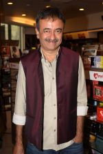 Rajkumar Hirani at the book launch of Manjeet Hirani_s book titled _How to be Human - Life lessons by Buddy Hirani_ in Title Waves, Bandra, Mumbai on 5th March 2018 (5)_5a9e37bd15bed.JPG