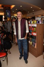 Rajkumar Hirani at the book launch of Manjeet Hirani_s book titled _How to be Human - Life lessons by Buddy Hirani_ in Title Waves, Bandra, Mumbai on 5th March 2018 (6)_5a9e37a3dcce2.JPG