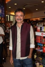 Rajkumar Hirani at the book launch of Manjeet Hirani_s book titled _How to be Human - Life lessons by Buddy Hirani_ in Title Waves, Bandra, Mumbai on 5th March 2018 (7)_5a9e37a5a6023.JPG