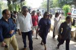 Boman Irani, Farah Khan At Actress Shammi Funeral on 6th March 2018 (8)_5a9f833a25a36.JPG