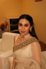 Karisma Kapoor Honoured With Extraordinary Women Award on 7th March 2018 (1)_5aa0c348176c2.JPG
