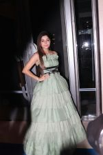 Kanika Kapoor at Hello Hall of Fame Awards in st regis in mumbai on 12th March 2018 (122)_5aa773b482d21.JPG
