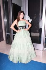Kanika Kapoor at Hello Hall of Fame Awards in st regis in mumbai on 12th March 2018 (125)_5aa773bbe60e6.JPG