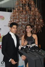 Kriti Sanon, Sidharth Malhotra at Hello Hall of Fame Awards in st regis in mumbai on 12th March 2018 (86)_5aa7741ec77bf.JPG