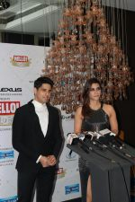 Kriti Sanon, Sidharth Malhotra at Hello Hall of Fame Awards in st regis in mumbai on 12th March 2018 (87)_5aa77420e0a8e.JPG
