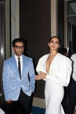 Rajkummar Rao, Deepika Padukone at Hello Hall of Fame Awards in st regis in mumbai on 12th March 2018 (96)_5aa7737b54e9b.JPG