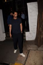 Arjun Rampal Spotted Korner House on 19th March 2018 (2)_5ab0c6d70cce2.JPG