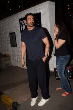 Arjun Rampal Spotted Korner House on 19th March 2018 (5)_5ab0c6dbde81f.JPG