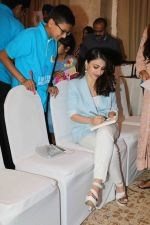 Soha Ali Khan At The National Final Of Classmate Spell Bee Sesion10 on 19th March 2018 (2)_5ab0bd10db417.JPG