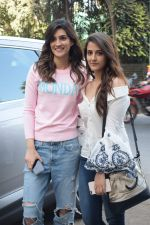 Kriti Sanon And Nupur Sanon Spotted At Juhu For Shoot Of Miss Malini Show on 23rd March 2018 (10)_5ab5ef448a9d4.JPG