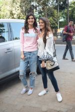 Kriti Sanon And Nupur Sanon Spotted At Juhu For Shoot Of Miss Malini Show on 23rd March 2018 (13)_5ab5f00bd59ff.JPG