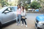 Kriti Sanon And Nupur Sanon Spotted At Juhu For Shoot Of Miss Malini Show on 23rd March 2018 (15)_5ab5f00db313c.JPG