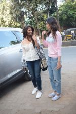Kriti Sanon And Nupur Sanon Spotted At Juhu For Shoot Of Miss Malini Show on 23rd March 2018 (4)_5ab5ef3eee09d.JPG