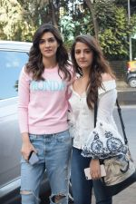 Kriti Sanon And Nupur Sanon Spotted At Juhu For Shoot Of Miss Malini Show on 23rd March 2018 (8)_5ab5ef42c916d.JPG
