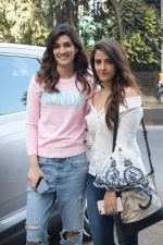 Kriti Sanon And Nupur Sanon Spotted At Juhu For Shoot Of Miss Malini Show on 23rd March 2018 (9)_5ab5f008500ff.JPG