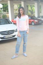 Kriti Sanon Spotted At Juhu For Shoot Of Miss Malini Show on 23rd March 2018 (1)_5ab5f00f4625e.JPG