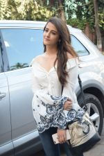 Nupur Sanon Spotted At Juhu For Shoot Of Miss Malini Show on 23rd March 2018 (29)_5ab5ef50e12c9.JPG