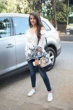 Nupur Sanon Spotted At Juhu For Shoot Of Miss Malini Show on 23rd March 2018 (32)_5ab5ef5657432.JPG