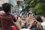 Amitabh Bachchan meets his fans at his Jalsa residence on 25th March 2018 (1)_5abb39bad0cbb.JPG