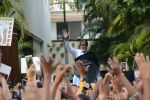 Amitabh Bachchan meets his fans at his Jalsa residence on 25th March 2018 (2)_5abb39bdb21ad.JPG