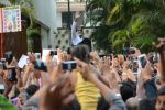 Amitabh Bachchan meets his fans at his Jalsa residence on 25th March 2018 (7)_5abb39cc9a074.JPG