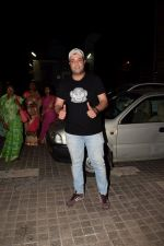 Varun Sharma spotted at pvr juhu on 25th March 2018 (3)_5abb39d151bd1.JPG