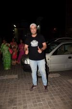 Varun Sharma spotted at pvr juhu on 25th March 2018 (4)_5abb39d4e73c7.JPG
