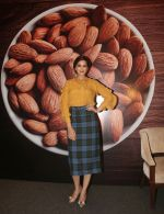 Sonali Bendre Behl, Madhuri Ruia, Anju Sood and Emily Fleishmann from Almond Board of California as they throw light on the theme�Working Mothers� Dilemma of ensuring health of the family at Fourseasons hotel on 28.3 2018 (7)_5abc94d30233c.JPG