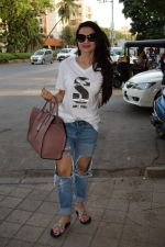 Ameesha Patel spotted at kromakay salon in juhu, mumbai on 29th March 2018 (1)_5abde1fce4e8f.JPG