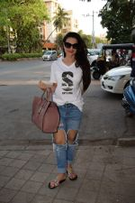 Ameesha Patel spotted at kromakay salon in juhu, mumbai on 29th March 2018 (11)_5abde212527d9.JPG
