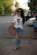 Ameesha Patel spotted at kromakay salon in juhu, mumbai on 29th March 2018 (12)_5abde214c32bc.JPG