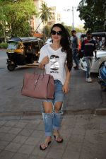 Ameesha Patel spotted at kromakay salon in juhu, mumbai on 29th March 2018 (4)_5abde2047b5e3.JPG